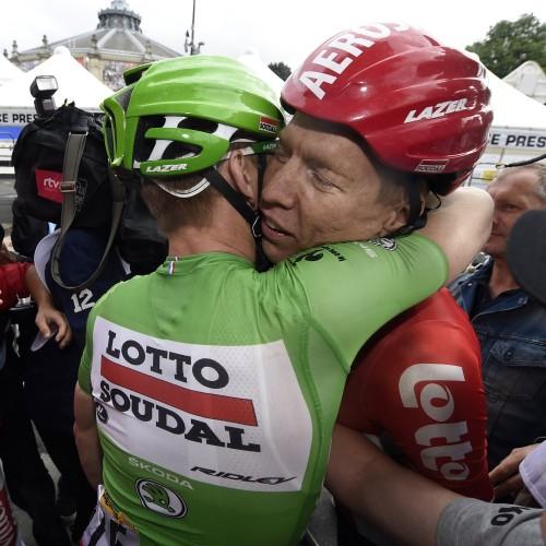 """ROT  //      Im Gruenen Trikot Etappensieger Andre GREIPEL (Deutschland / Team Lotto Soudal) mit seinem  Anfahrer Marcel SIEBERG (Deutschland / Team Lotto Soudal) - 5. Etappe Arras - Amiens - Tour de France 2015 - TourDeFrance - """"Tour de France"""" - TdF  - © Roth-Foto - Roth & Roth - Markus und Michael Roth - Rosenhof 15, 50226 Frechen  - www.Roth-Foto.de - Weitere Fotos in der Bilddatenbank www.Roth-Foto.de  NUR DEUTSCHLAND - *** Local Caption ***  - copyright by: ROTH-FOTO - Roth & Roth, Rosenhof 15, 50226 Frechen,  Abdruck + jede Verwendung honorarpflichtig. Honorar ist MwSt-pflichtig: + 7% MwSt. Veroeffentlichung ausschliesslich fuer journalistisch-publizistische Zwecke. Verwendung bedingt das Einverstaendniss unserer AGBs unter: www.Roth-Foto.de"""