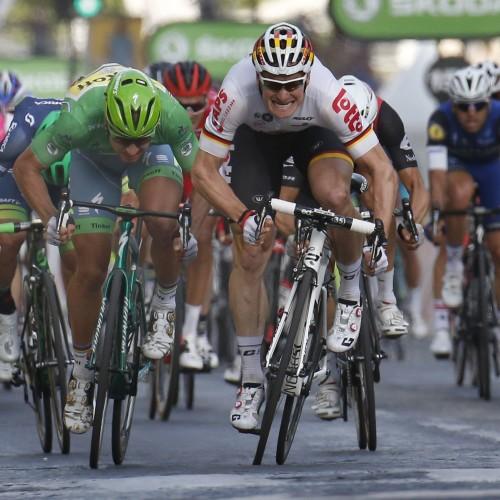 """ROT  //     v.l.n.r. 2. Platz fuer Peter SAGAN (Slowakei / Team Tinkoff - Tinkov) im Gruenen Trikot mit rechts  Etappensieger Andre GREIPEL (Deutschland / Team Lotto Soudal)  - 21. Etappe Chantilly  - Paris Champs Elysees - Tour de France 2016 - TourDeFrance - """"Tour de France"""" - TdF  - © Roth-Foto - Roth & Roth - Markus und Michael Roth - Rosenhof 15, 50226 Frechen  - www.Roth-Foto.de - Weitere Fotos in der Bilddatenbank www.Roth-Foto.de NUR DEUTSCHLAND - *** Local Caption ***  - copyright by: ROTH-FOTO - Roth & Roth, Rosenhof 15, 50226 Frechen,  Abdruck + jede Verwendung honorarpflichtig. Honorar ist MwSt-pflichtig: + 7% MwSt. Veroeffentlichung ausschliesslich fuer journalistisch-publizistische Zwecke. Verwendung bedingt das Einverstaendniss unserer AGBs unter: www.Roth-Foto.de"""